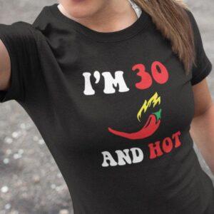 Potiskana majica i am 30 and hot zabavna za lepotice ženska majica vroča smešno rojstni dan leta po želji tiskarna trgovina garderoba tisk unikatov dostava osebni prevzem ljubljana slovenija