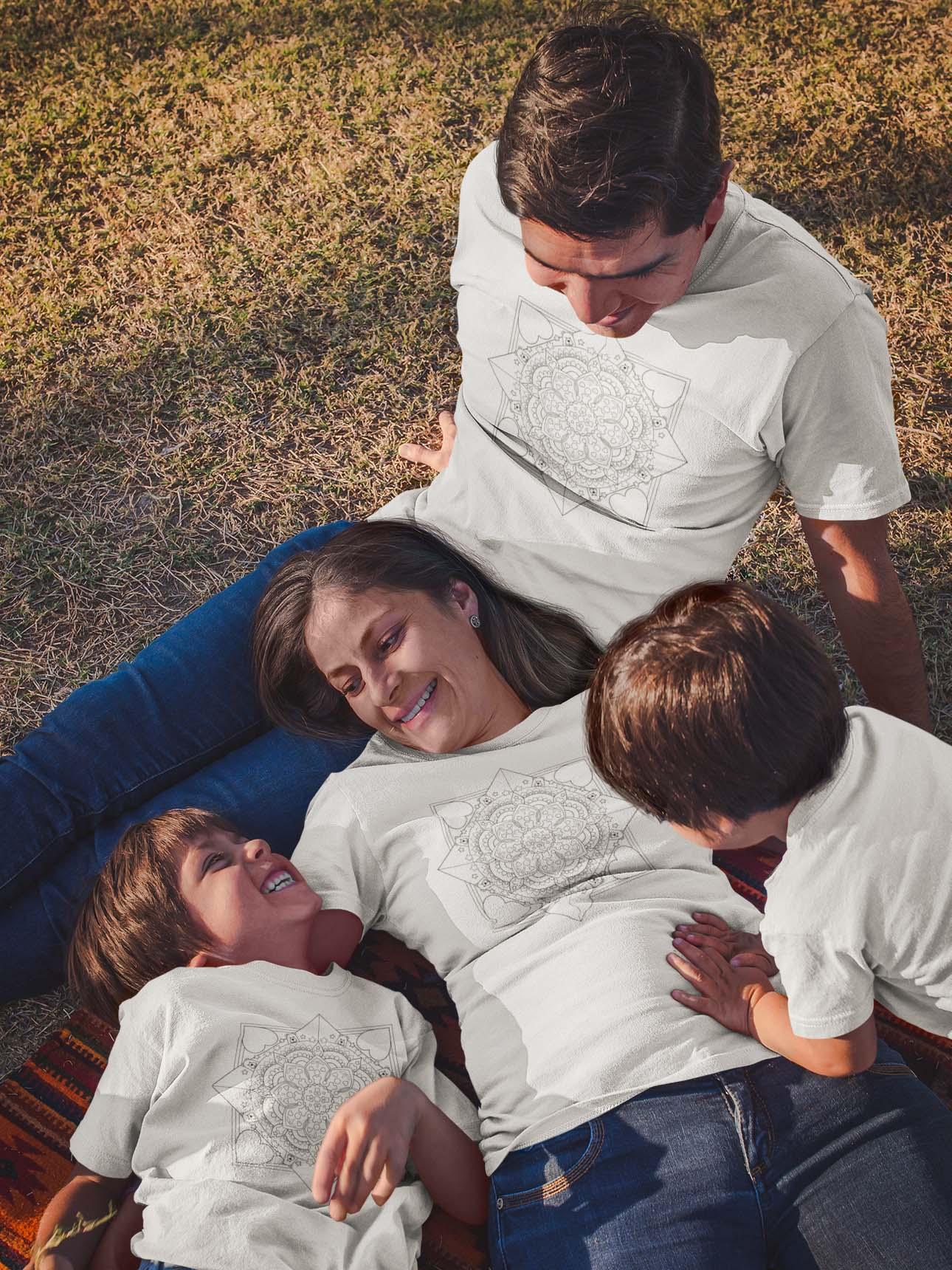 Mandala za vso družino pobarvanka na majici