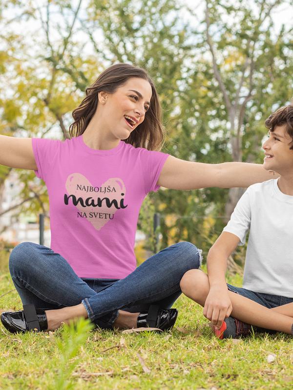 potiskana majica najboljša mami na svetu družinska ljubeznivo rojstni dan materinski dan dan žena ženska majica tisk na majice garderoba unikati osebni prevzem dostava pošta trgovina ljubljana