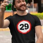 Potiskana majica prometni znak 29 let rojstni dan darilo mlaj zabava žurka tiskarna garderoba tisk na majice unikati trgovina ljubljana spletno nakupovanje dtg tisk kvalitetno obstojno udobno dostava osebni prevzem tisk po želji