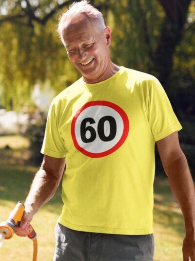 Potiskana majica prometni znak 60 let majica za rojstni dan darilo zabavno za starejše tiskarna garderoba ljubljana spletni nakup dostava osebni prevzem dtg tisk na majice unikati tisk po želji obstojno kvalitetno