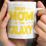 Skodelica-best-mom-in-the-galaxy-unikatni-tisk-garderoba-ljubljana_svetlo_ozadje_preview_design